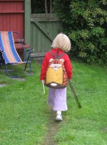 Barnebarnet Helena 4 år, på vei ut i verden.