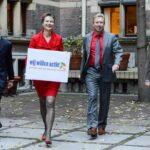 """Den verdenskjente klimaforskeren James Hansen til venstre i bildet, er en viktig støttespiller for Urgenda. Til høyre advokat Roger Cox, forfatter av """"Revolutie met recht""""."""