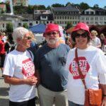 Besteforeldre i Arendal: Dagny Nyfelt, Svein Tveitdal og Ellen Schei Tveitdal ønsker alle aktivister velkommen til byen i august.