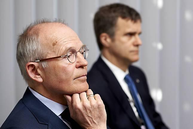 Den norske stat eier 67 prosent av aksjene i Statoil, men er ikke representert i styret. Det ledes av Svein Rennemo, som har lang erfaring fra oljebransjen.  Her sammen med Statoils konsernsjef Helge Lund.