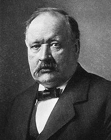Svante Arrhenius oppdaget drivhuseffekten i 1896, dvs. karbondioksidens evne til å stenge inne varmestråling.