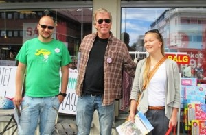 Lokalpolitikere var med og fikk tildelt Grunnlovs-plakat og folder om § 112.