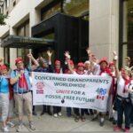 Klar til avmarsj! Besteforeldre-delegasjonen samlet før den store klimamarsjen gjennom New Yorks gater 21. september.