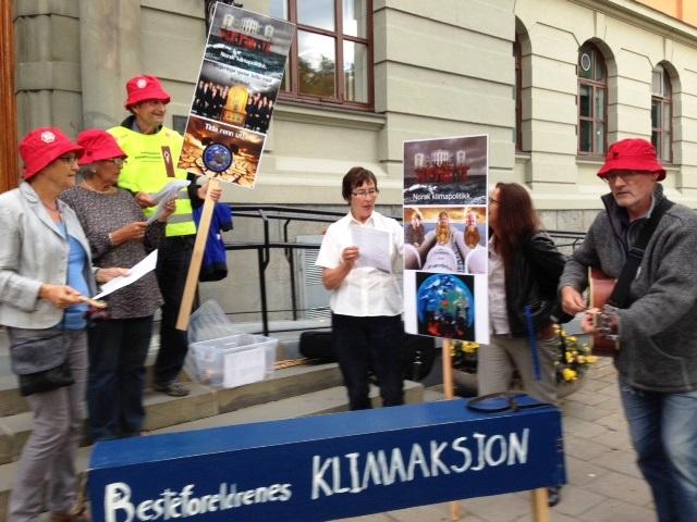 Besteforeldrenes rangleorkester var med og inviterte til klimadebatt i rådhuset i Trondheim