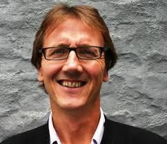 Skribent Andrew Kroglund  har hatt en rekke tillitsverv i organisasjoner innen miljø, solidaritet og utvikling.