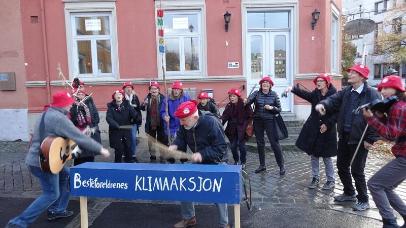 Med liv og lyst og engasjement på Torvet i Trondheim. Foto og video: Anne Grete Torwick.