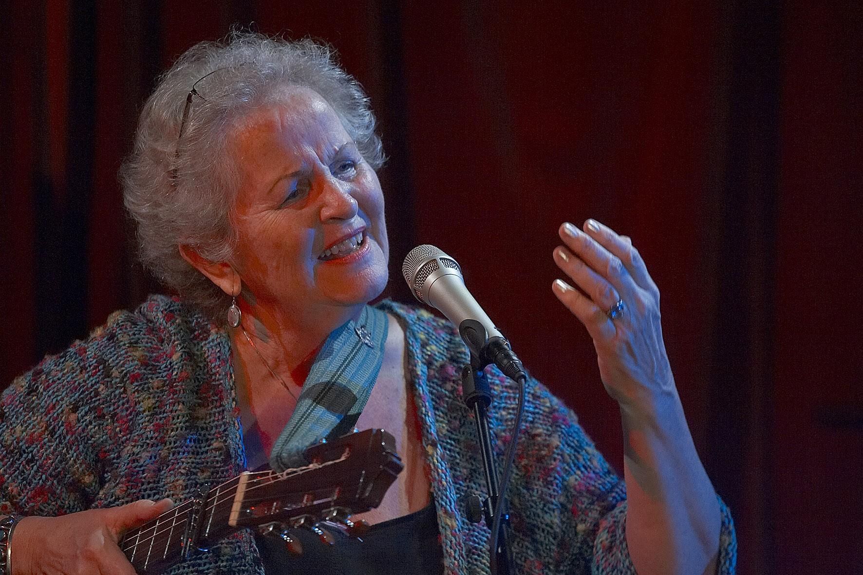 Birgitte synger
