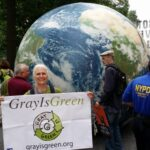 Kathleen Schomaker fra Gray Is Green under den store People's Climate March i New York i september 2014:«Elders need to see ourselves as ancestors with a call to action on behalf of the future.»