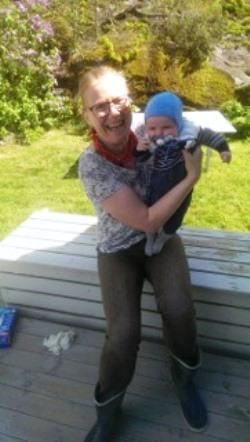 brita med barnebarn