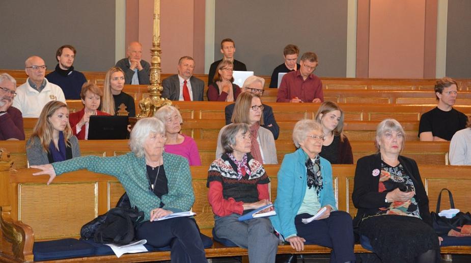 EN GRUNNLOV FOR FRAMTIDEN: Besteforeldrene var godt representert på seminaret i Gamle Festsal. Foto: Eva Dobos