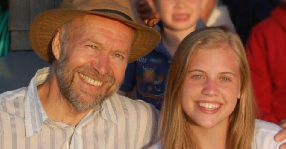 James Hansen med sitt eldste barnebarn Sophie.