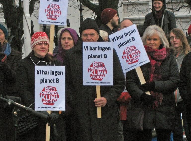 Også i Stavanger møtte Besteforeldrene mannsterke opp. Foto: Gustav Paulsen