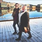 Ingeborg Hanto (KFUM/KFUK) (t.v.) og Turid Lilleheie (Besteforeldrenes Klimaaksjon) forener generasjonene og går i bresjen for en vinterlig klimafestival i Drammen. Foto: Tore Sandberg, Drammens Tidende.