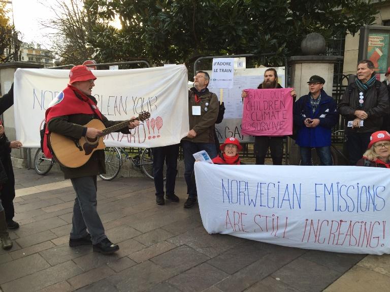 "Fra ""Embarrassed Norwegians Climate March"", i protest mot at Norge taler med to tunger. Foto: Elisabeth Finne."