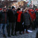 NORGE MÅ SNU: Bra oppslutning om den første Vendepunkt-demonstrasjonen foran Stortinget, for å legge press på våre folkevalgte etter Paris-avtalen.