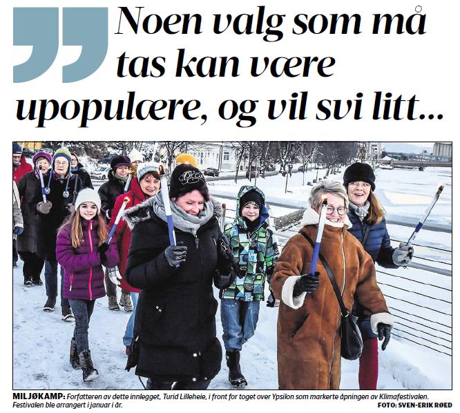 Fakkeltog i gnistrende vinterkulde under klimafestiaveln i Drammen 2016.