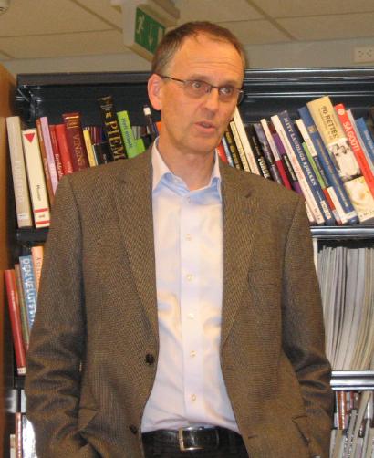 i må ha mer og bedre forskning, men det vi har enda mer behov for er en opplyst og engasjert befolkning, og en opplysende presse, sa professor i geofysikk, Peter M Haugan i sitt foredrag. «Alle tjener på en raskt omstilling»