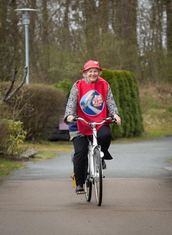 Togentusiasten Birgitte Grimstad tar alle helst sykkelen. Fotograf: Espen Solli