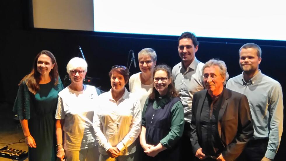 Fra venstre: Helene Frihammer (Klimapartnere), Thelma Kraft (Besteforeldrenes klimaaksjon), Anne-Grete Sandtorv (Stord Næringsråd), Reidun Rasmussen Mjør (Helse Fonna), Lisbeth Nygård (Stord Kyrkje), Vegard Frihammer (Greenstat), Harry Heratad (ordfører Stord), Håvard Tvedte (Marine Clean Tech)