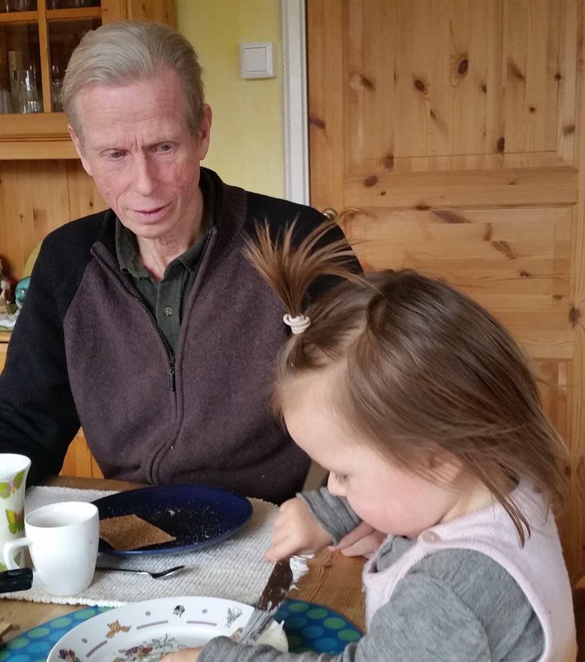 per hjalmar med barnebarn
