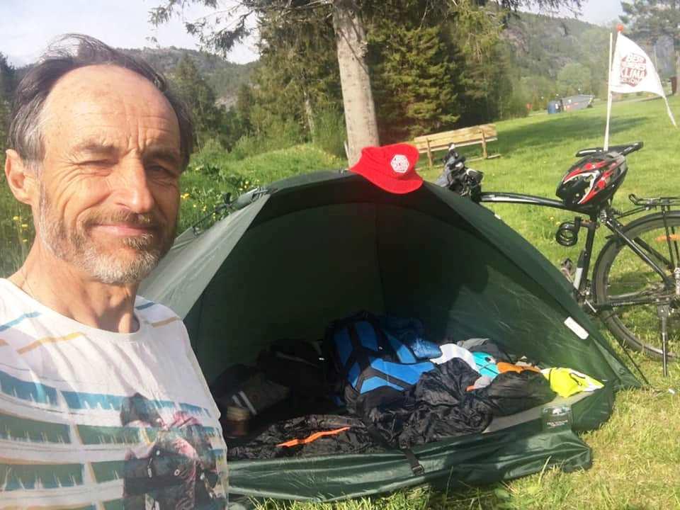 Normann telt hatt sykkel