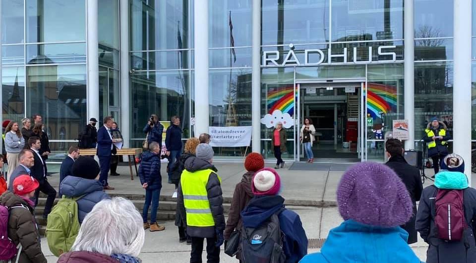 Demonstrasjon Rådhusparken 28.04.2021